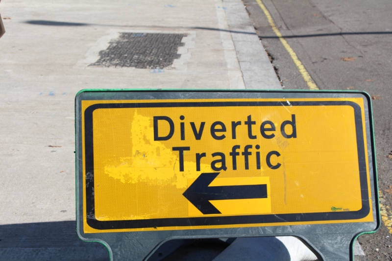 Diverted Traffic Sign - how to avoid writing